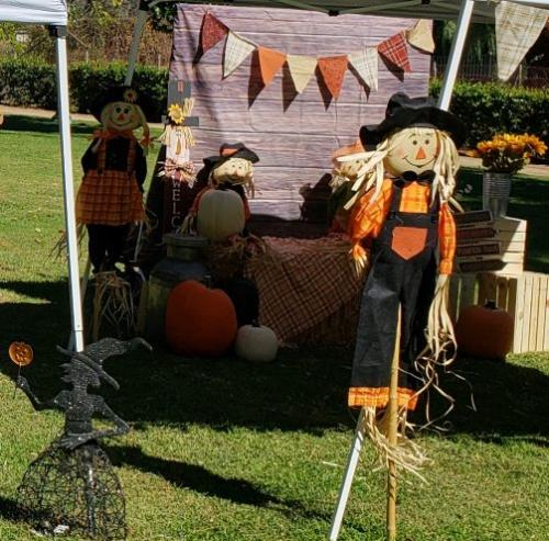 Scarecrows, Withces and Pumpkins Oh My!